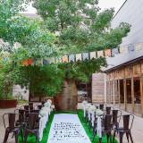 シンボルツリーの前で、ゲストと触れ合いガーデン挙式を!
