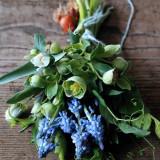 全てのお部屋に季節のお花をご用意します。 完全予約制のフラワーアトリエTSUBAKIが手がける装花はIWAIオリジナル。 ※写真提供:HIROYUKI TAKEDA