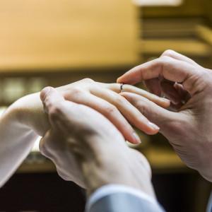誓いを込めた指輪の交換|チャペル マカリオス&マリー(Chapel Makariosu & MARRY)の写真(5582387)