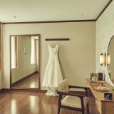 当日の動きや写真映えなど、 着る場所のことまで考えて作られた オリジナルのウエディングドレス