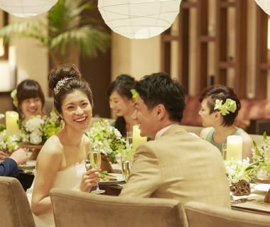 自然素材があたかなな雰囲気をつくりあげるナチュラルなパーティ会場。