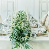 装花にはグリーンを使って。温かなパーティに彩りを添える