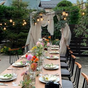 【自然光で彩られるガーデンとダイニング】お庭の緑が映える開放感ある空間で記憶に残るウェディング