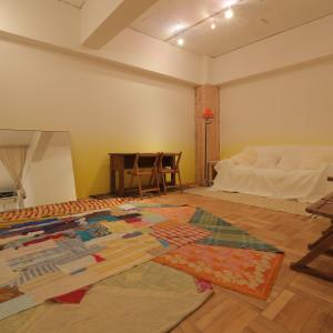 フィッティングルームは広い空間を確保したプライベート空間なので、バックスタイルもしっかりと確認できる!|TVB(ティヴビー)の写真(7420176)