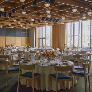 【Bellview[ベルビュー]】着席最大180名様 天井高4m、会場一面の大きな窓からの光で開放的な空間。天井装飾なども自由。|エースホテル京都 (Ace Hotel Kyoto)の写真(10209682)