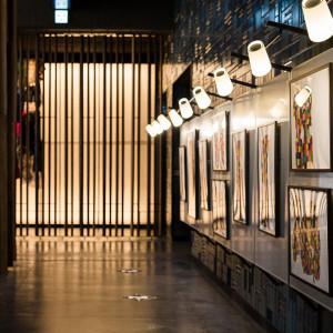 ロビーラウンジには月替りのギャラリースペース|エースホテル京都 (Ace Hotel Kyoto)の写真(10792603)