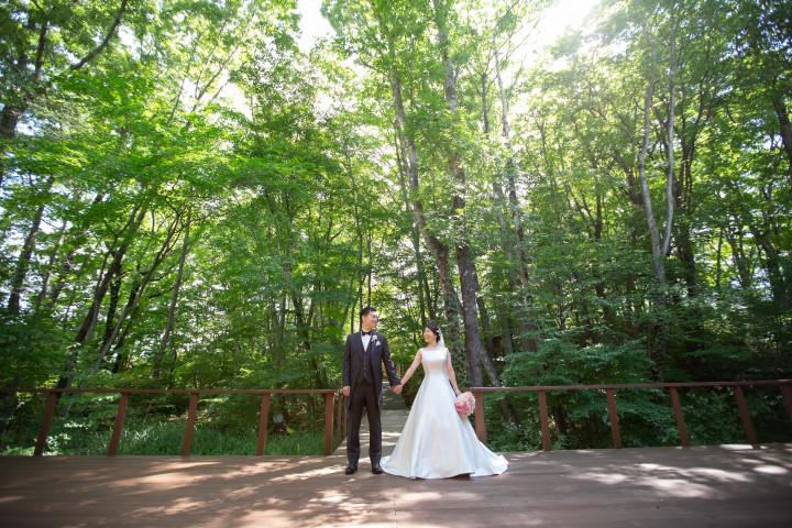 軽井沢で叶える緑と笑顔の結婚式