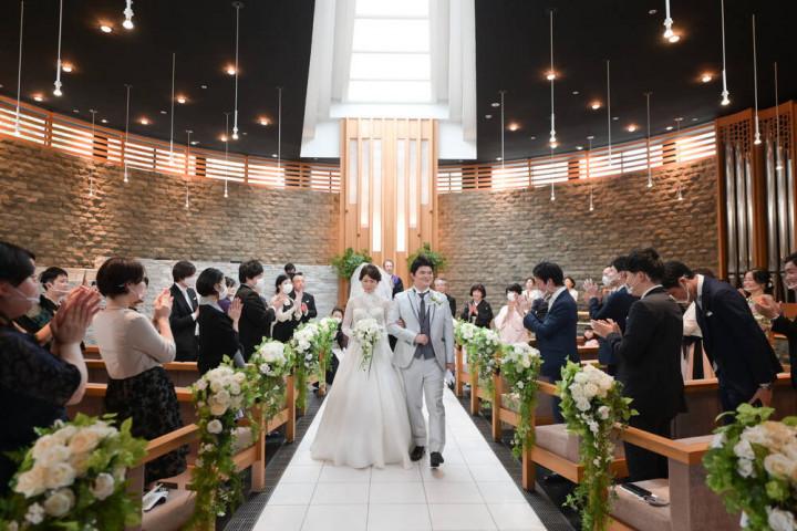大切な方々に囲まれた、クラシカルでラグジュアリーな結婚式