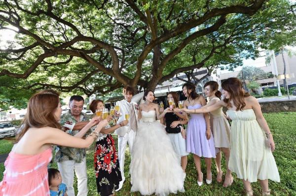 挙式後のアフターセレモニー。ハワイならではの開放感がすてき