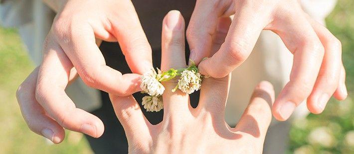 【結婚指輪・婚約指輪の選び方♡】ブライダル企業で働く既婚社員に聞いた、指輪の決め手