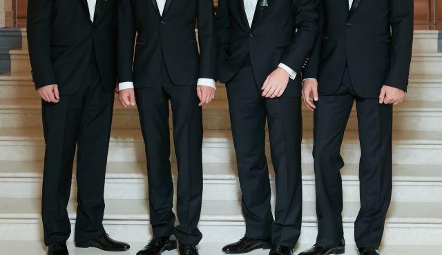 【そのスーツ大丈夫?】男性ゲストの結婚式服装お呼ばれマナー!NGマナーから選び方のコツまで徹底解説