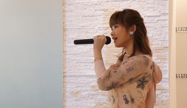 【イベントレポート】恋愛ソングで人気のMACOが結婚式で生歌サプライズを実施!