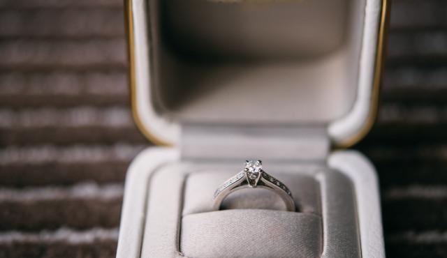 婚約指輪と結婚指輪の違いって?金額相場・選び方など、カップルの実情まとめ【アンケート】