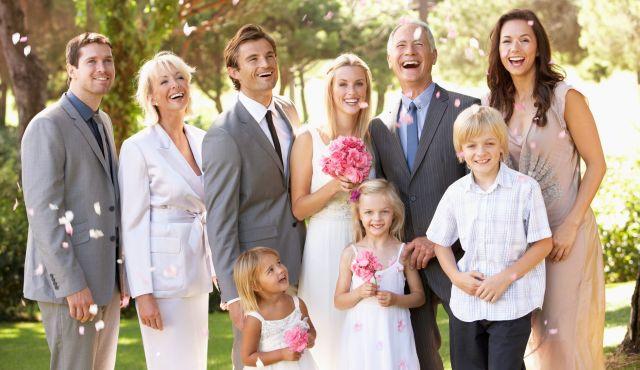 【両親・兄弟・親戚】親族が知っておくべき結婚式服装お呼ばれマナー!