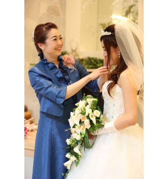 c4b7d6686d881 株式会社マミッサが運営するフォーマルドレスのレンタルショップMama s Dress(ママズドレス)では、結婚式の服装にお悩みのお母さんに向けて、「 フォーマルドレス ...