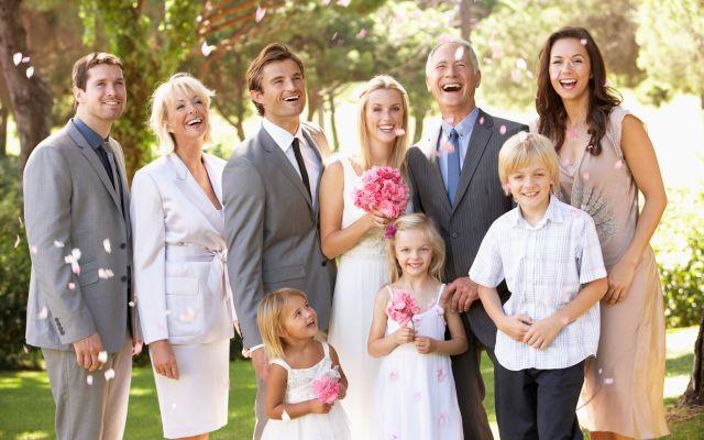 【両親・兄弟・親戚】親族が知っておくべき結婚式服装お呼ばれマナー!画像付きで徹底解説