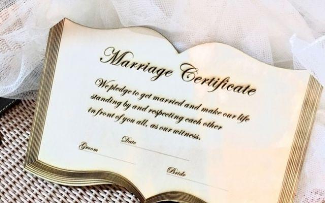 木製のおしゃれなブック型からメイソンジャー型まで!ユニークな結婚証明書が新登場♪