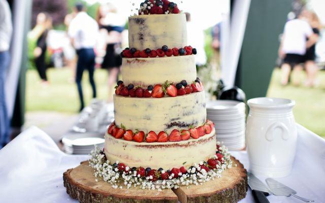 ウエディングケーキの種類やオーダー方法!ケーキのデザイン例100選もご紹介
