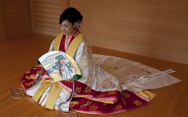 神社仏閣・ホテル・レストランでも!十二単を着て結婚式ができるサービスが原良子美容室から登場