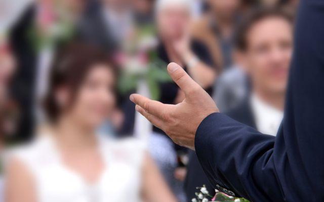 例文あり*主賓スピーチから友人代表スピーチまで、結婚式のゲストスピーチ徹底解説