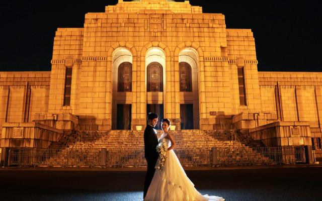 明治記念館の美しい風景をバッグに記念写真♡期間限定のフォトウエディングプランが新登場!