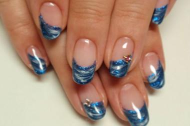 夏にピッタリの涼しげネイル☆ ブルーのマーブルの変形フレンチ♪ ラメラインもブルーで合わせて