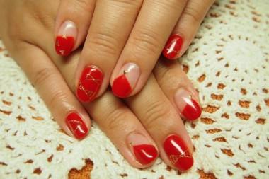 鮮やかな赤がとってもかわいい♪ ゴールドラメで描いたりぼんちゃん(*^_^*) △のスタッズとも相性◎です~