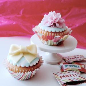 水色×白のストライプがお洒落 カップケーキ