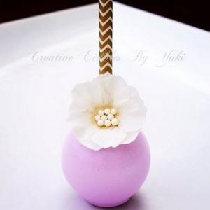 白い花とピンクパープルで華やかにケーキポップ
