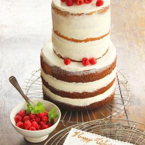 最近の新定番!クリームを塗らないスポンジ生地を見せた「Naked(裸)」ケーキに ラズベリーだけのシンプルウエディングケーキ