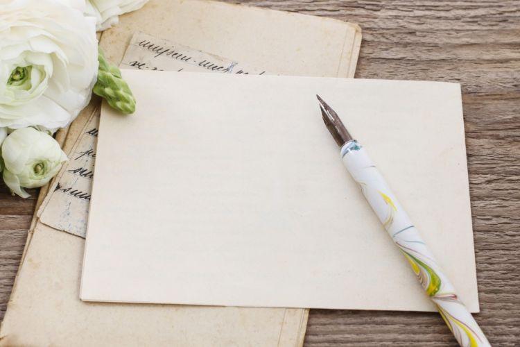 海外挙式の招待状ってどうしたら良いの?
