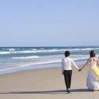 ビーチでカラードレスも!欲張りな花嫁♡を応援するお色直し方法とは。
