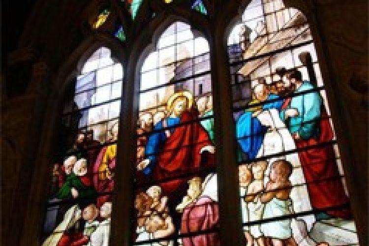 エビちゃんのパリ挙式は古城?正統派の教会?