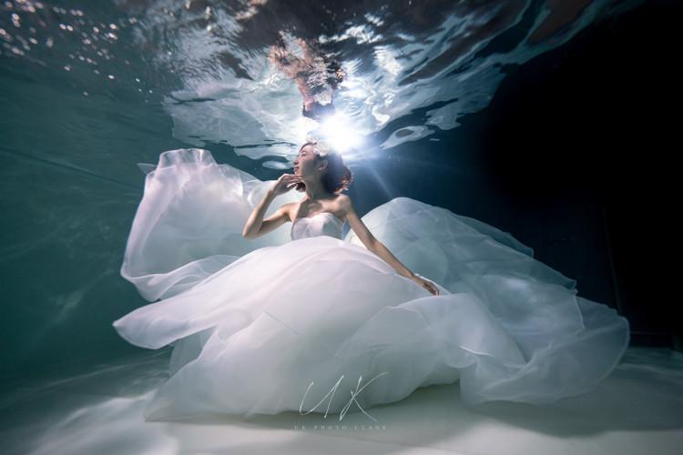 「水中ウエディング」を体験しよう!エスティーワールド ムーンシェルの水中ウエディングフォトプラン