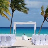 ハワイでの結婚式参列が決まった人必見!ハワイ挙式の服装と靴選びのポイント