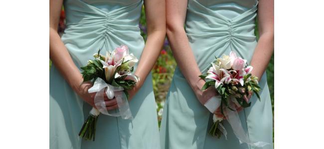 ハワイ挙式する花嫁必見!ドレスはレンタル?持ち込み?要注意ポイントを解説