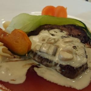 洋食中心のメニューでメインディッシュの肉料理|232863さんのテラスグランツ(TERRACE GLANZ)の写真(557113)