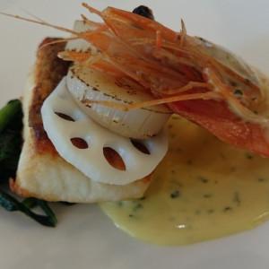 魚料理で鯛のうえにエビとホタテがのってます|232863さんのテラスグランツ(TERRACE GLANZ)の写真(557116)