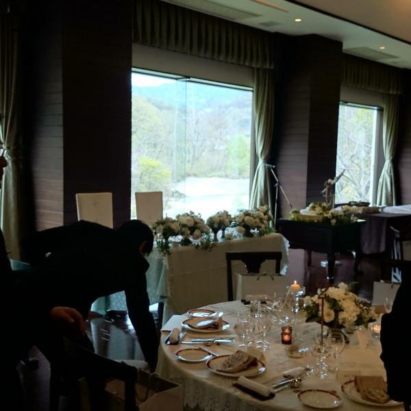 裾花の景観が眺められ、開放感のある披露宴会場