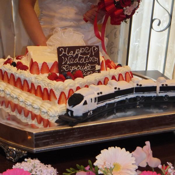 旦那さんのお仕事、新幹線もウエディングケーキに。