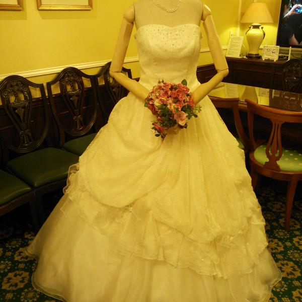 ブライダルサロンのウェディングドレス