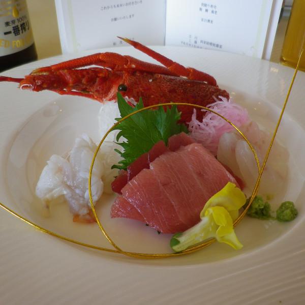 披露宴の料理。お刺身も新鮮でとても美味しかったです。