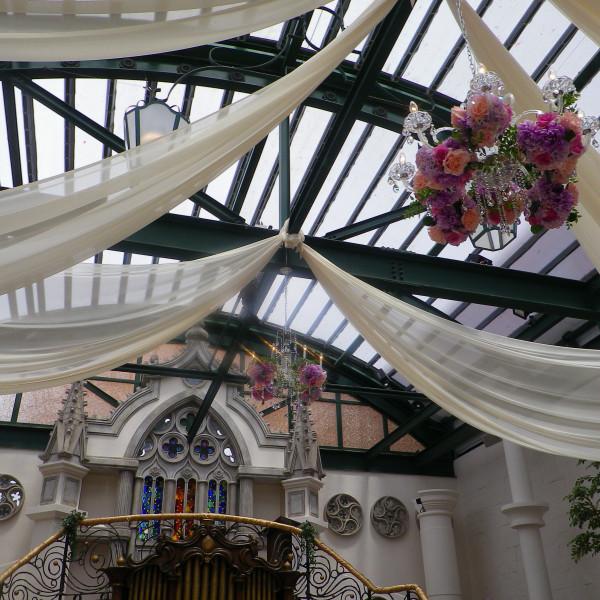 天井も高く、とてもロマンチックなチャーチでした。