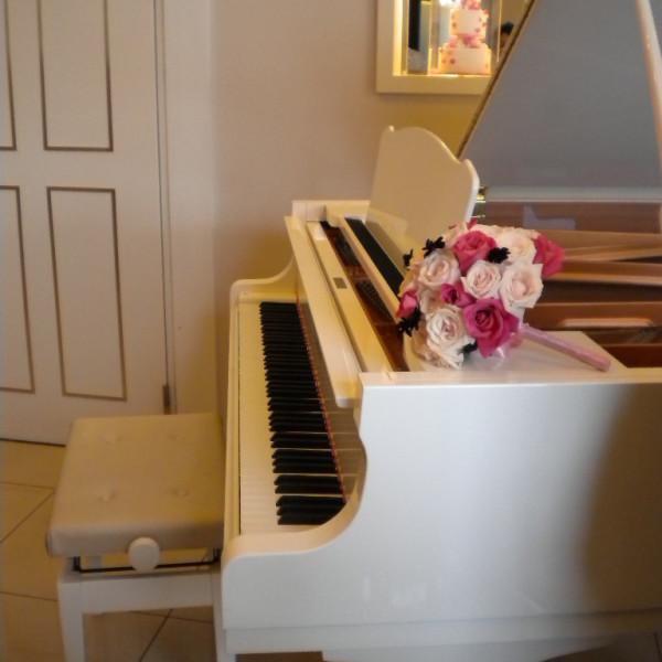披露宴会場の入り口に置かれていたピアノ