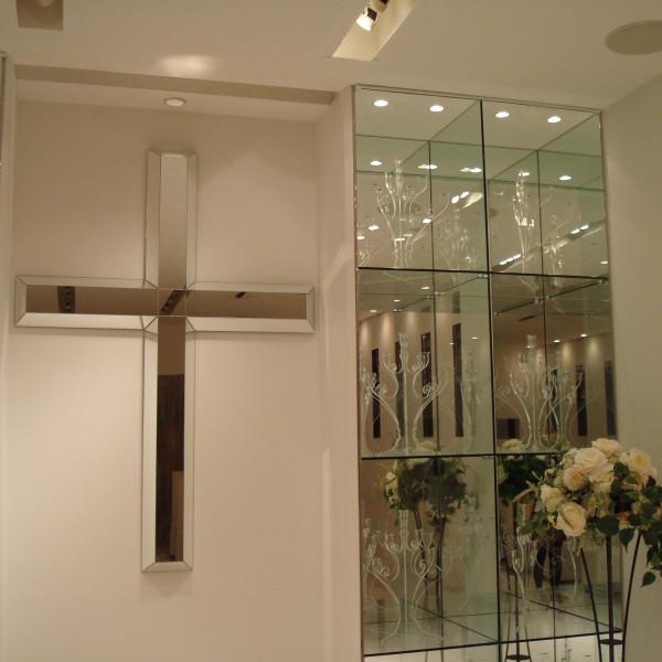人前式では十字架を隠せます。