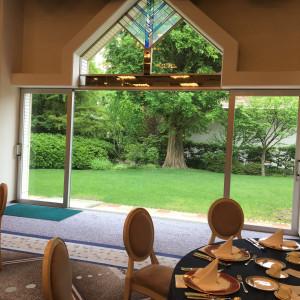 披露宴会場にはガーデンが付いていて演出も可能です 366644さんの千里阪急ホテルの写真(630739)