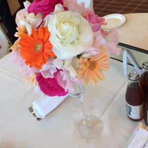 披露宴会場は新婦の好きな花でいっぱい|367473さんのミラノ・サローネ アネックスの写真(111949)