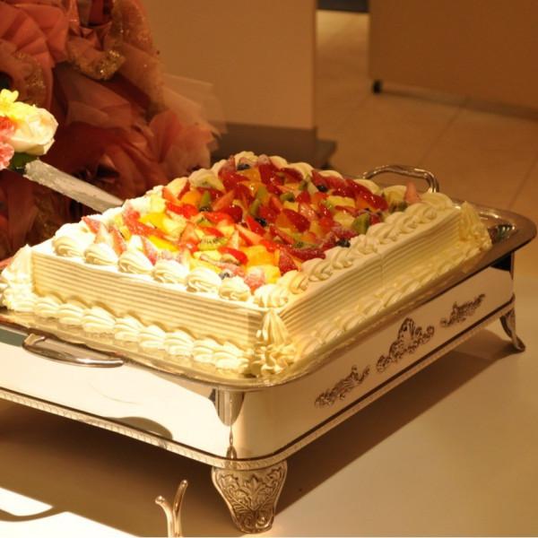 ウェディングケーキです。フルーツたっぷり。