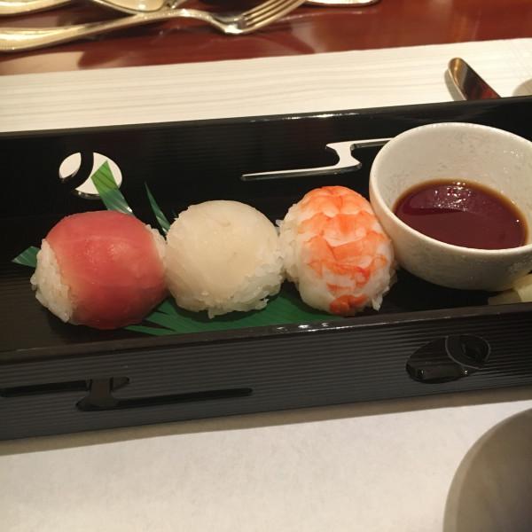 手まり寿司です。可愛い。