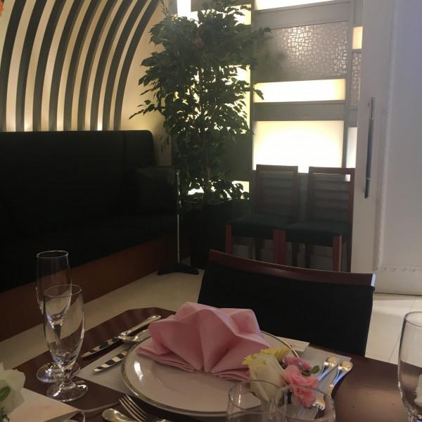 披露宴会場です。ゲストが座れるソファもあります。